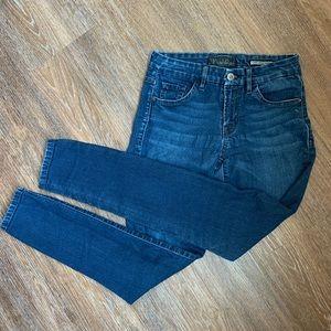 ☆Guess Skinny Jeans, Medium Wash